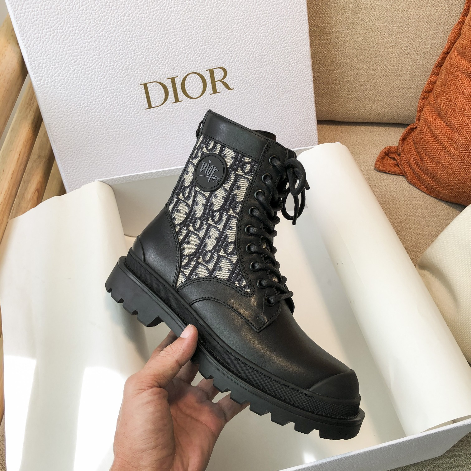 Dior高版本情侣 款2020ss秋冬新款字母厚底系带机车靴,秋冬T台走秀同款(图4)