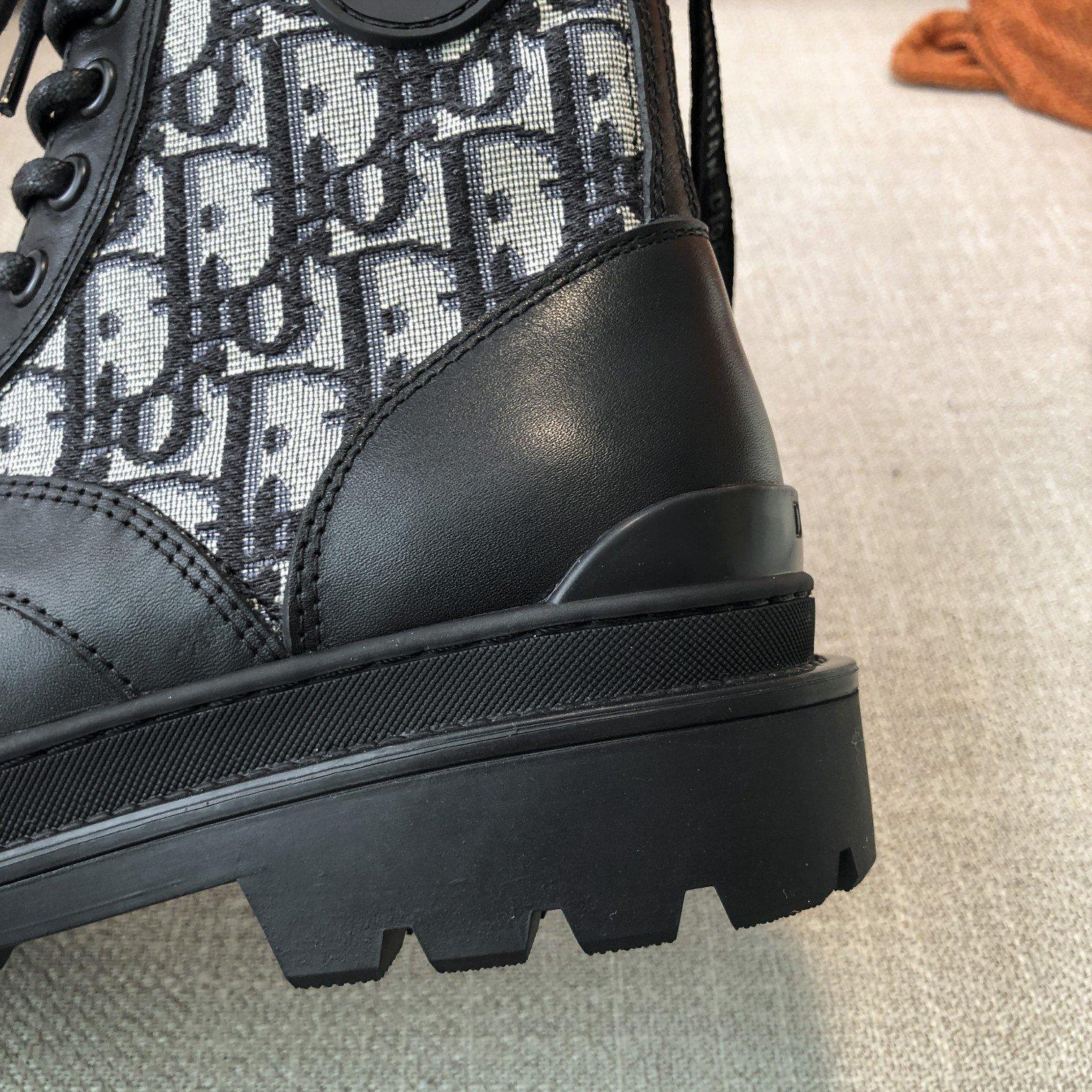 Dior高版本情侣 款2020ss秋冬新款字母厚底系带机车靴,秋冬T台走秀同款(图9)