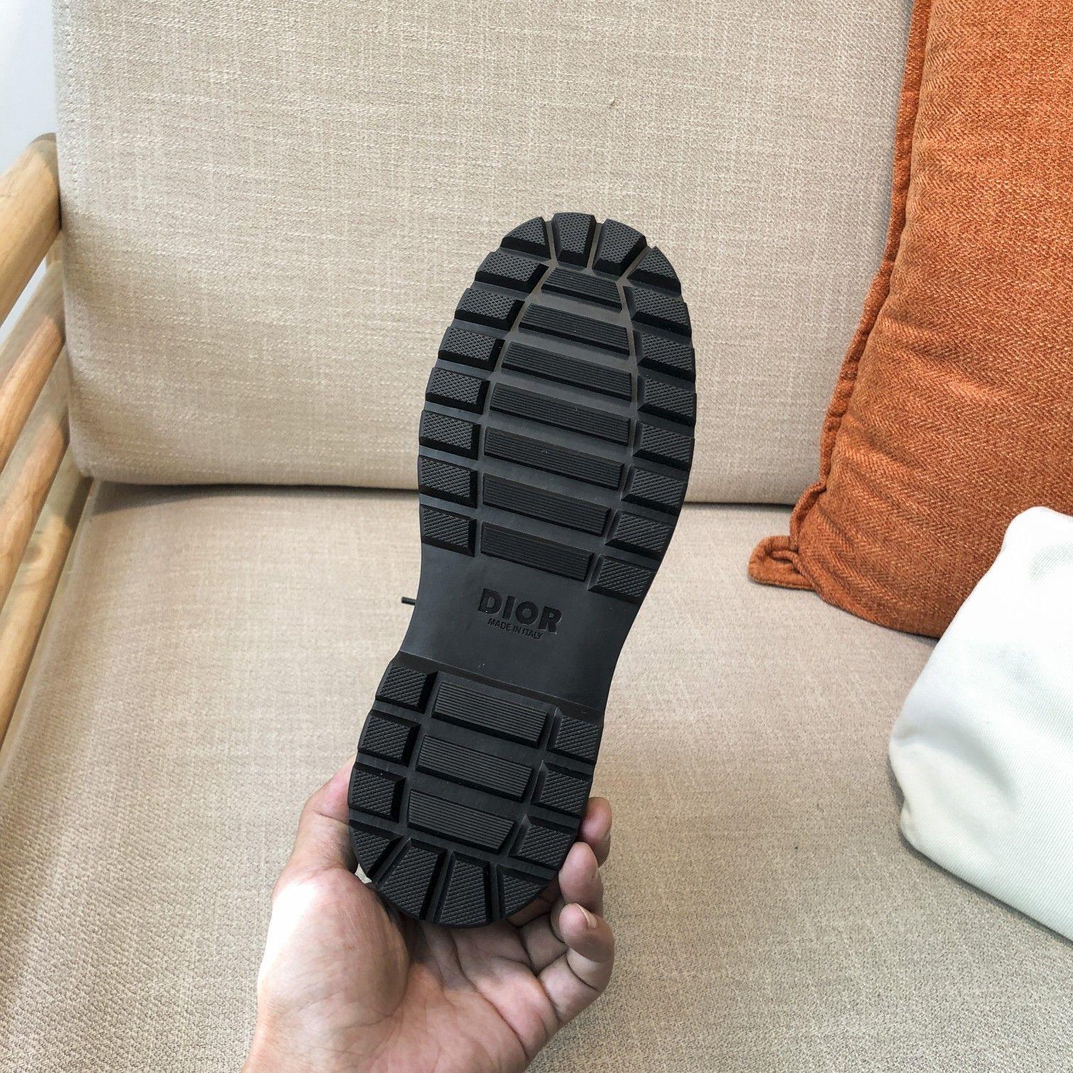 Dior高版本情侣 款2020ss秋冬新款字母厚底系带机车靴,秋冬T台走秀同款(图12)