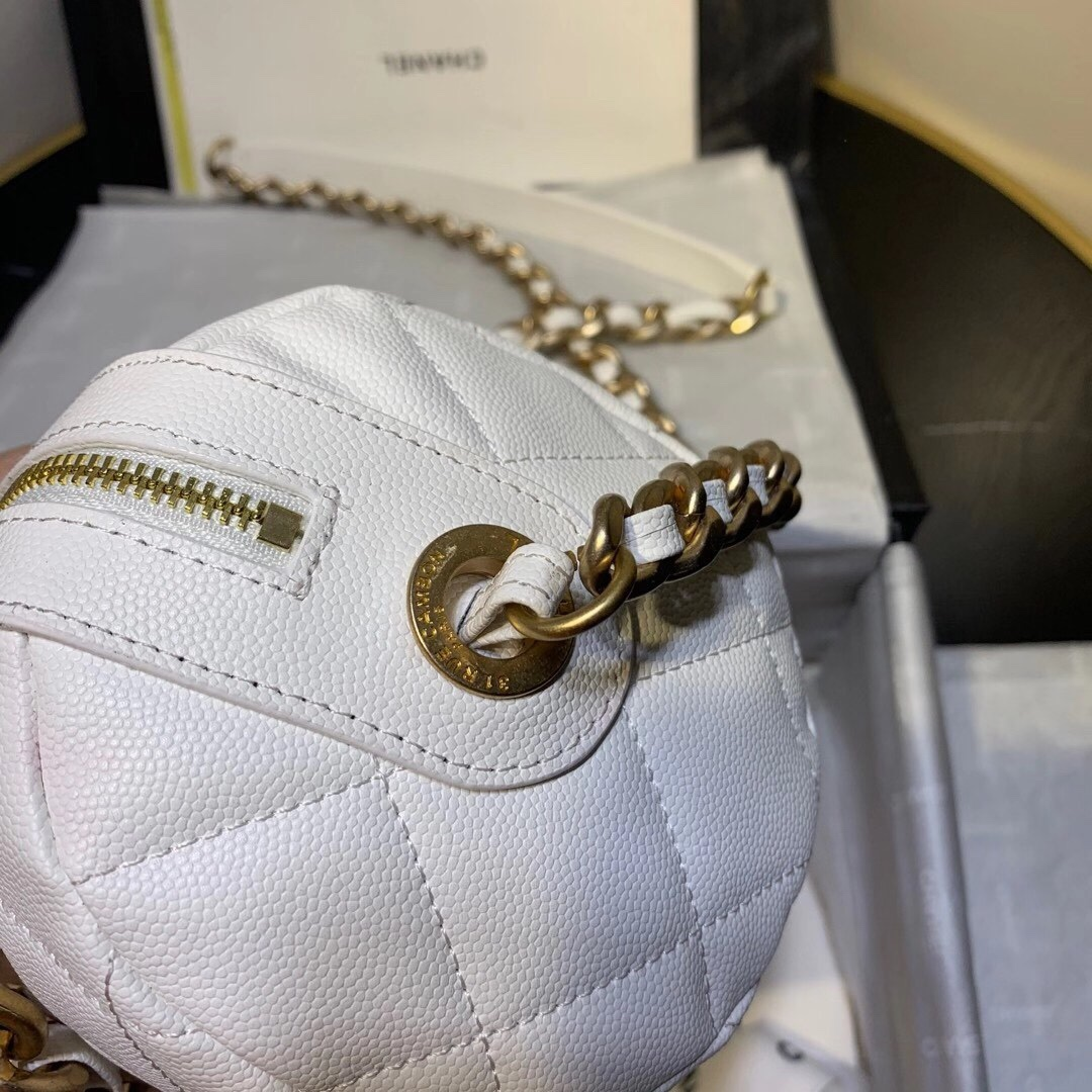 高仿的香奈儿耳环,小熊毛球充电宝钥匙扣包包挂件挂饰套装,VUITTON,