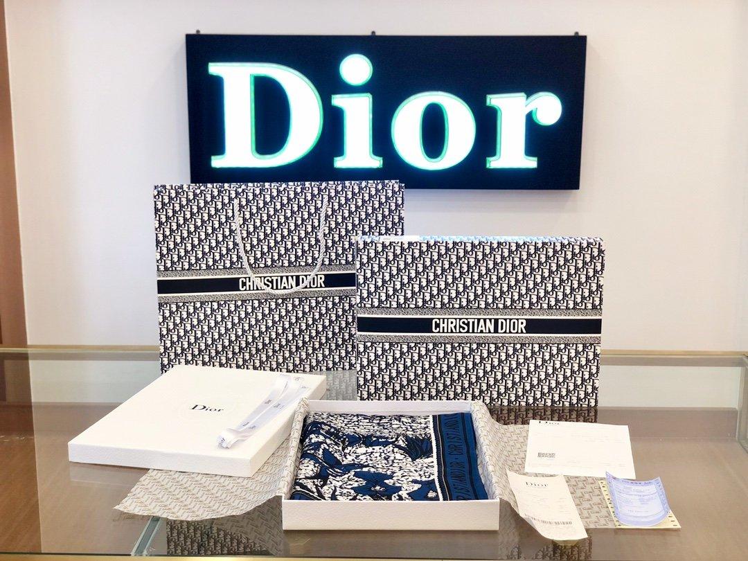 Dior丝巾 100%真丝 手工卷边丝巾 专柜有 售(图1)