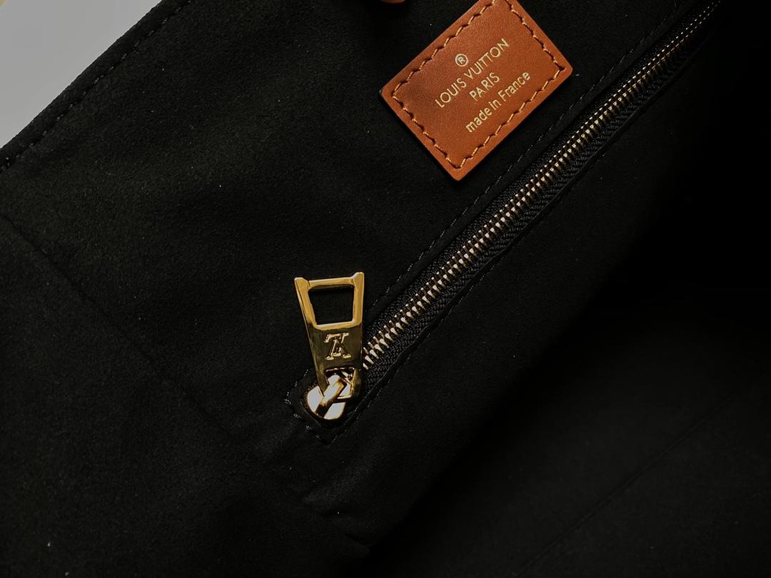 LV Fold Tote 取材 Monogram 帆布和深染小牛皮小号手袋(图15)