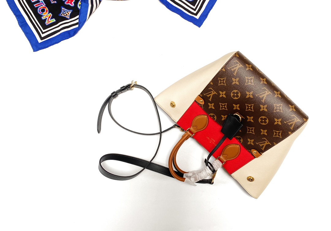 LV Fold Tote 取材 Monogram 帆布和深染小牛皮小号手袋(图4)