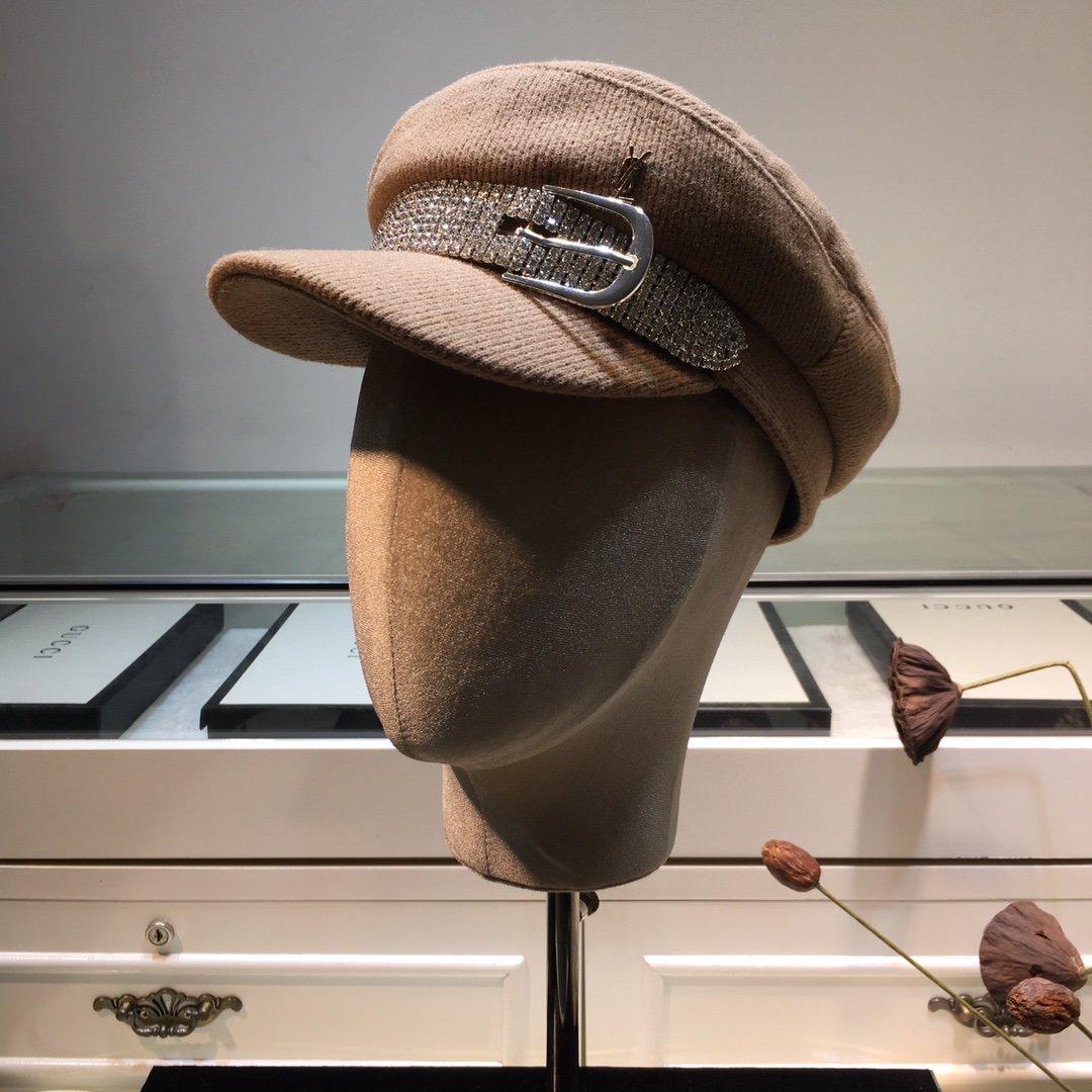 圣罗兰YSL秋冬走秀军帽水钻设计针织