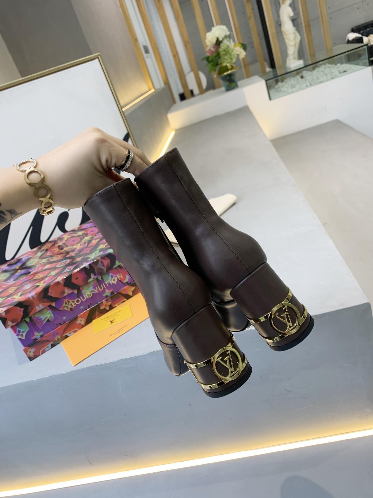 LV2020秋冬新款短靴爱上牛仔裤,