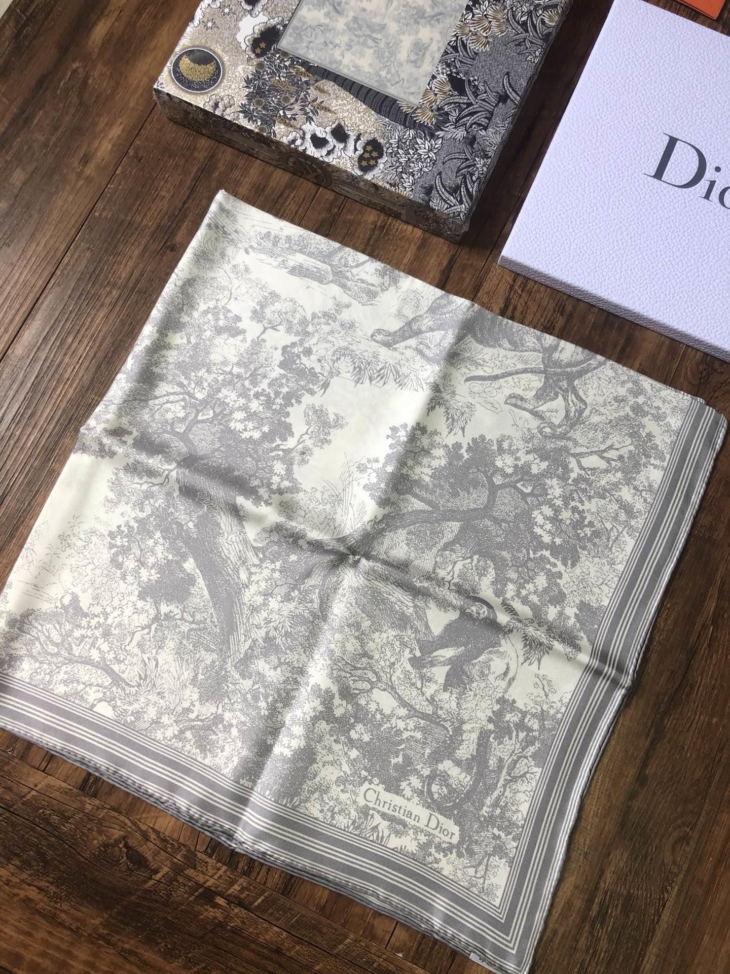 新色灰色美炸的D家丛林动物系列意大利