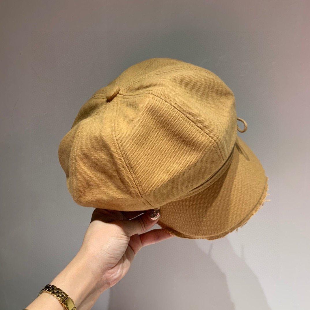 Chanel小香军帽秋季搭衣搭档火爆