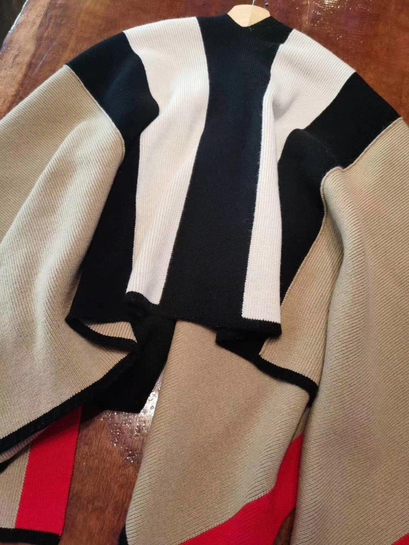 斗篷披肩釆用226NM的70棉羊毛3