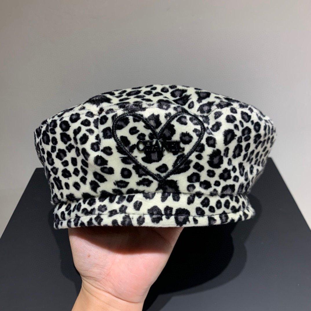 Chanel香奈儿秋季毛绒贝蕾帽豹纹