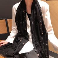 Chanel最新款?无法抵抗的星空系列…去专柜看见就爱上.Chanel这种羊绒围巾真的是又好看又实用最重要是百...