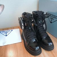 2020SSS重磅推出普拉达最新长短靴,凉鞋单鞋,细跟,后空,粗跟系列——————————????PRADA早...