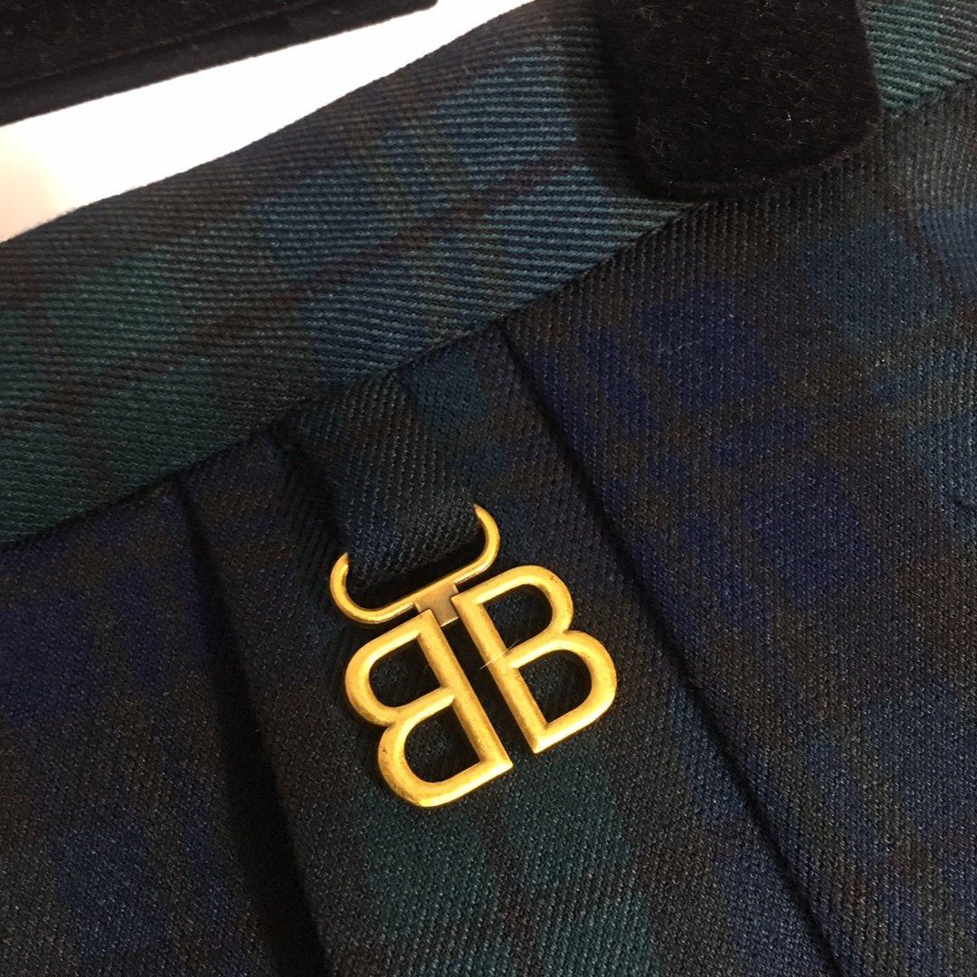Balenciaga新款B字母吊坠复