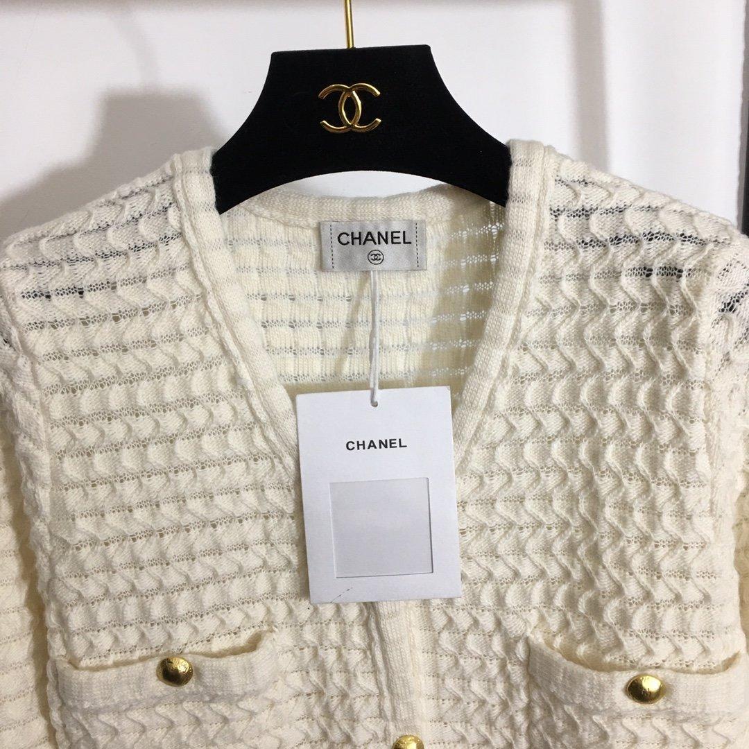 Chanel新款四口袋金扣V领羊毛针