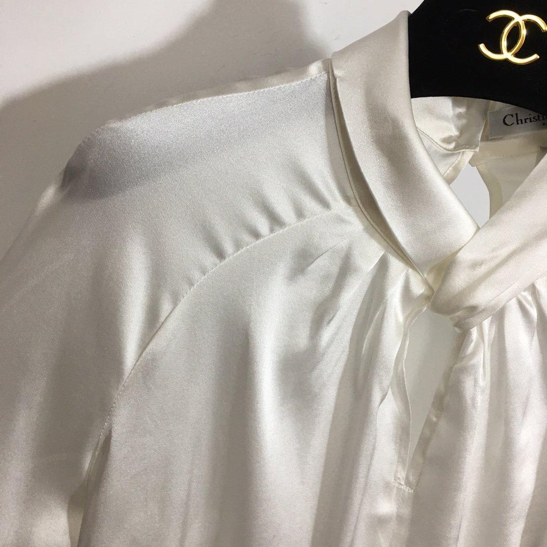 Dior新款胸前镂空气质长袖百搭真丝