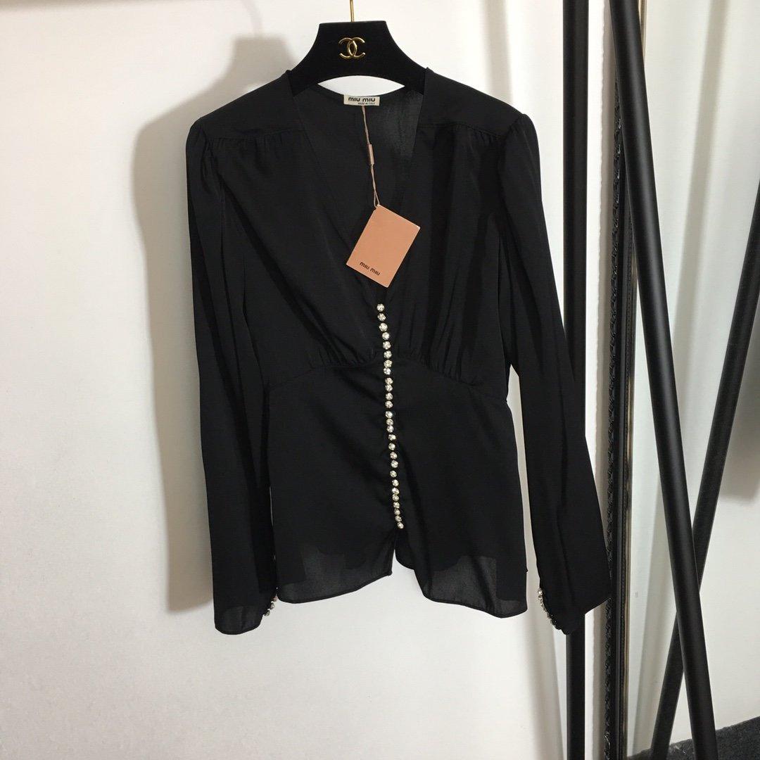 Miumiu新款时尚印花闪耀钉钻扣性