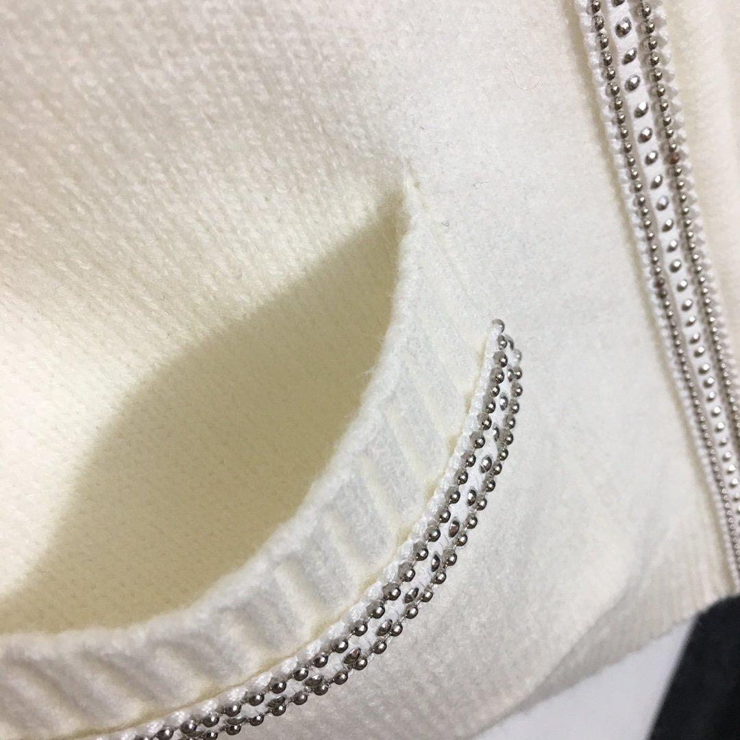 Chanel新款小香风重工钉珠胸章链
