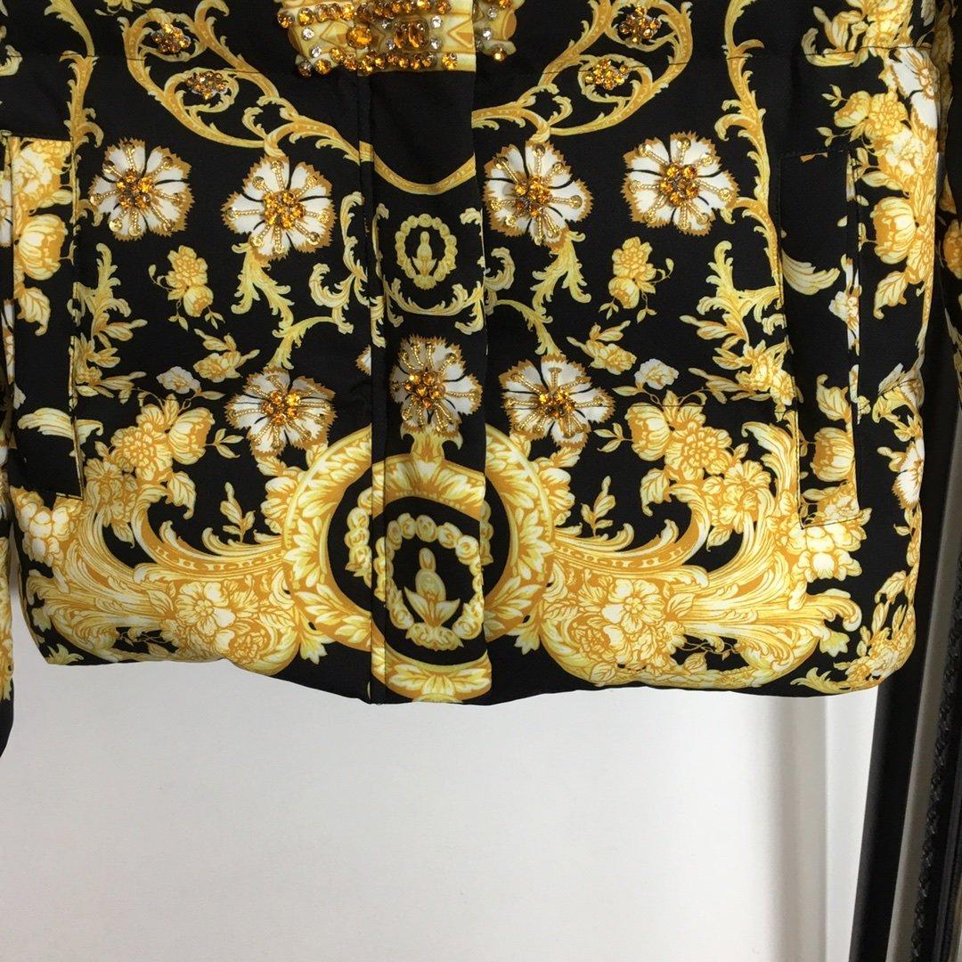 Versace新款重工钉珠皇冠复古印