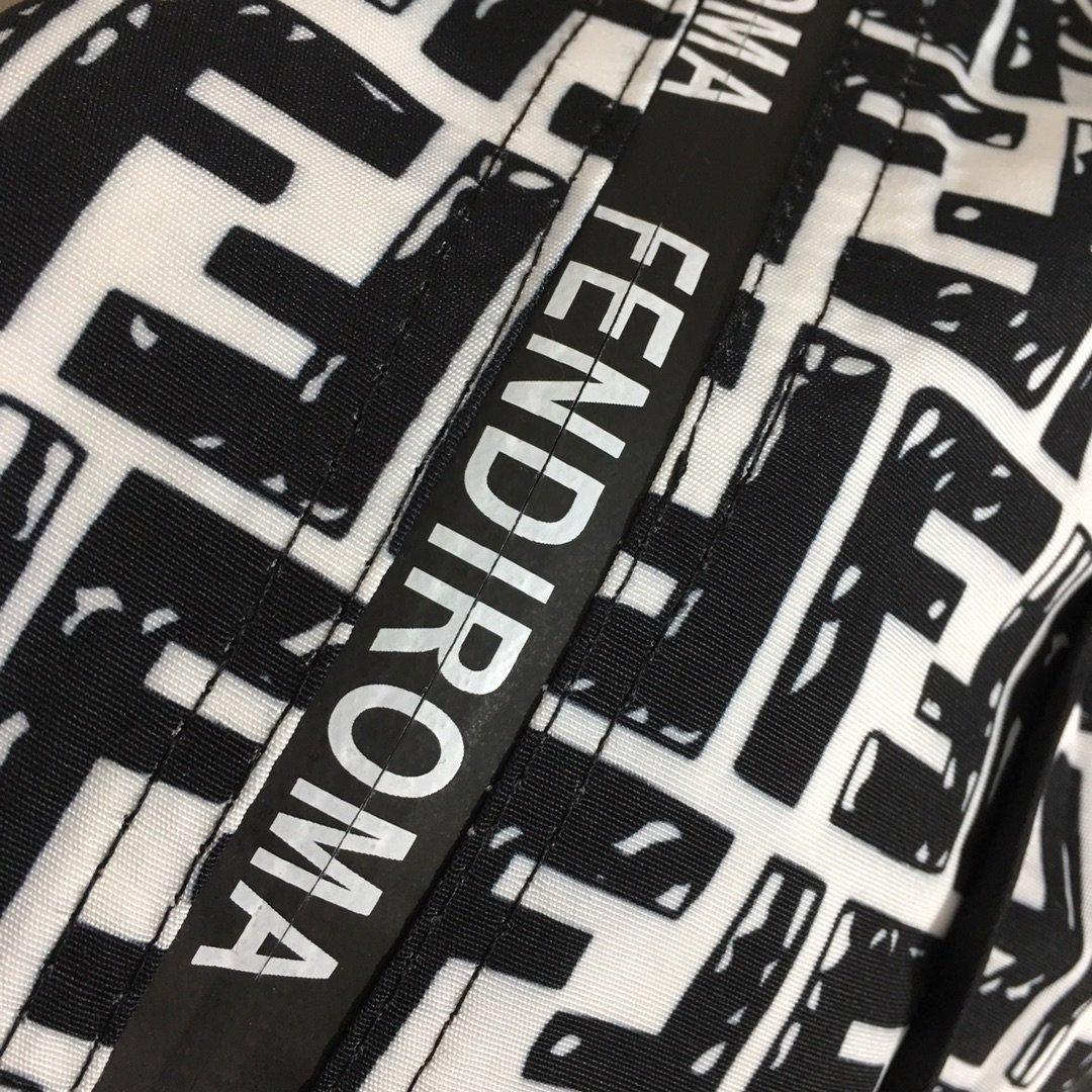 Fendi新款满身双F字母斜条纹印花