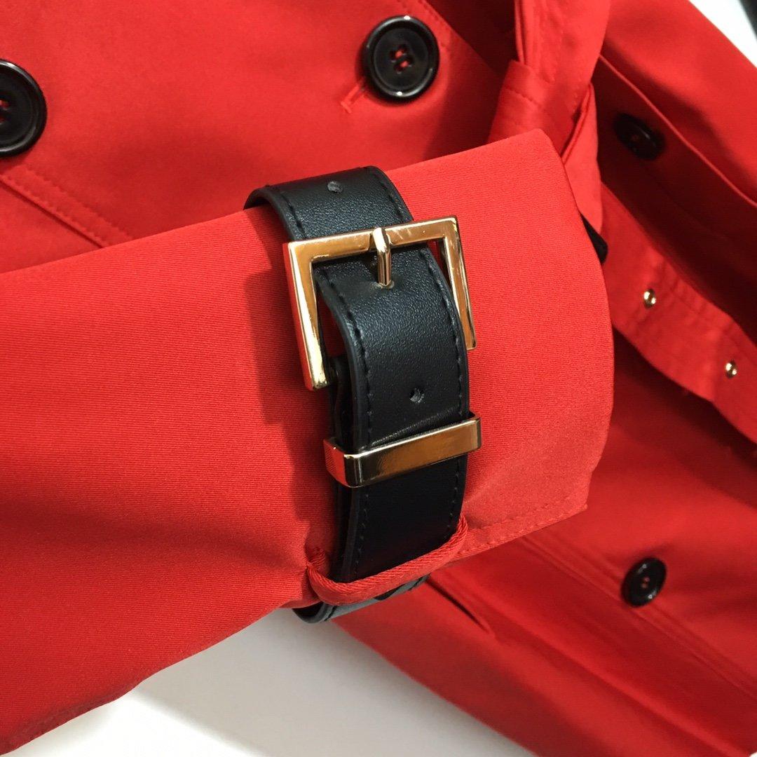 Burberry新款时尚双排扣系带收