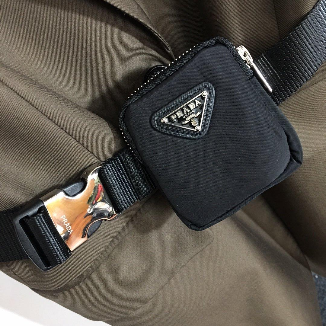Prada新款三角标拉链腰包单排扣马
