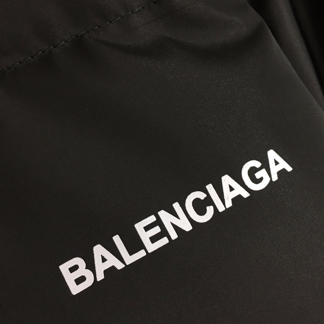 Balenciaga新款字母印花高领