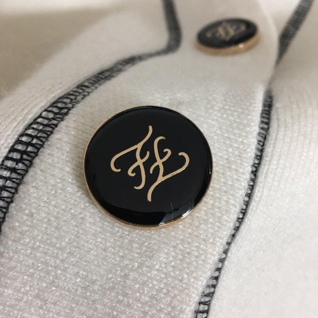 fendi新款logo刺绣字母V领长