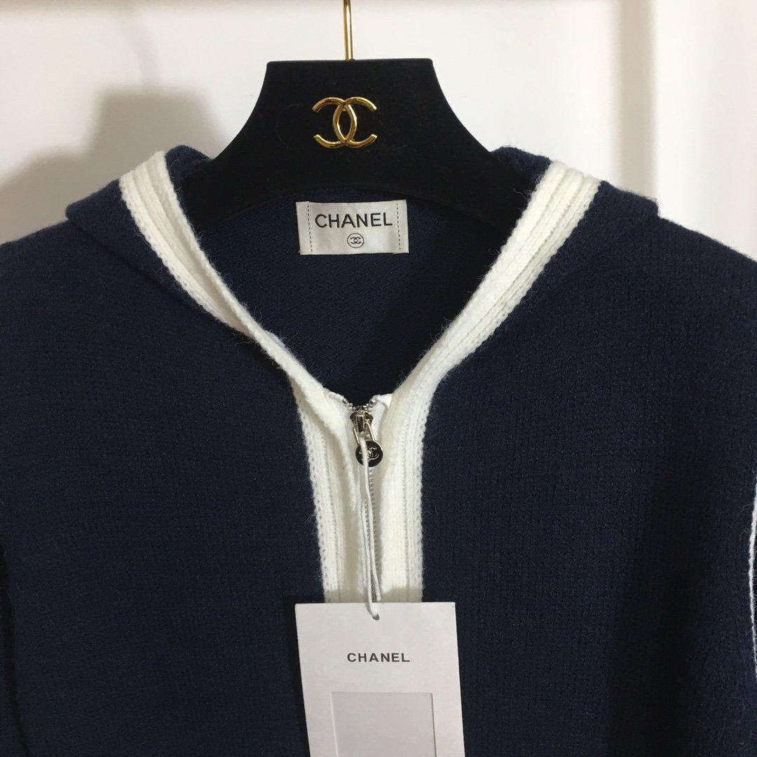 Chanel新款蓝白拼色连帽针织开衫