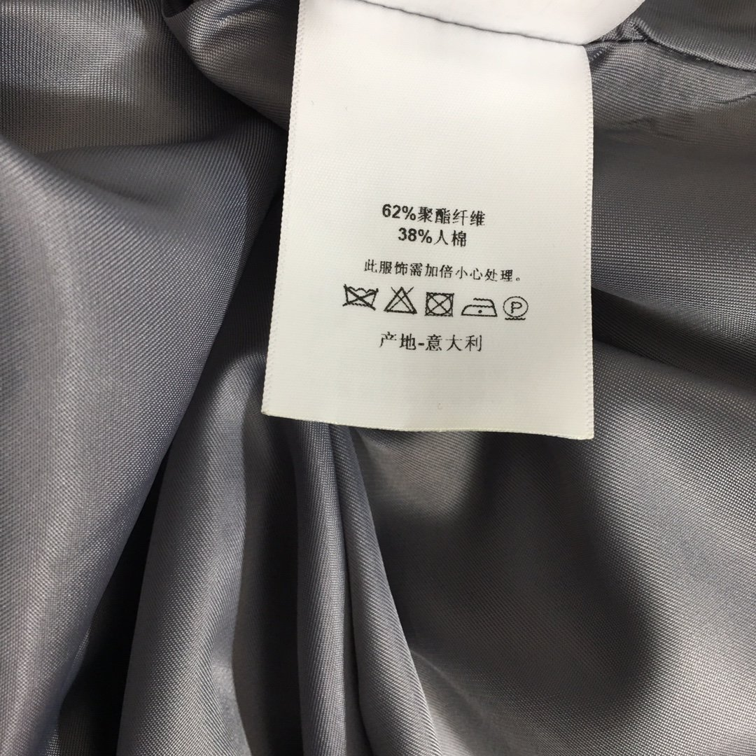 Dior新款胸前刺绣字母CD皮带收腰