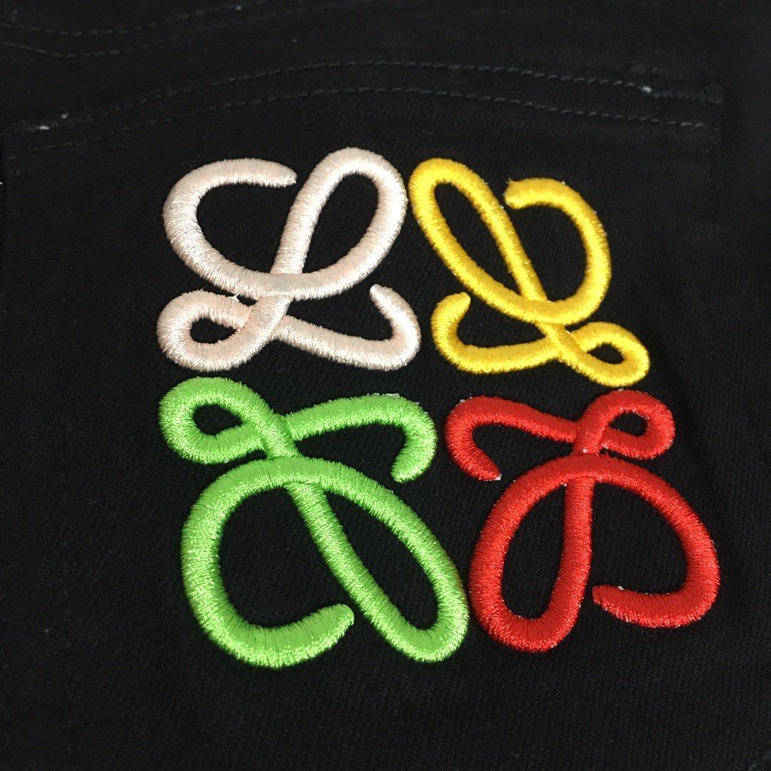 Loewe新款后背彩色logo刺绣口