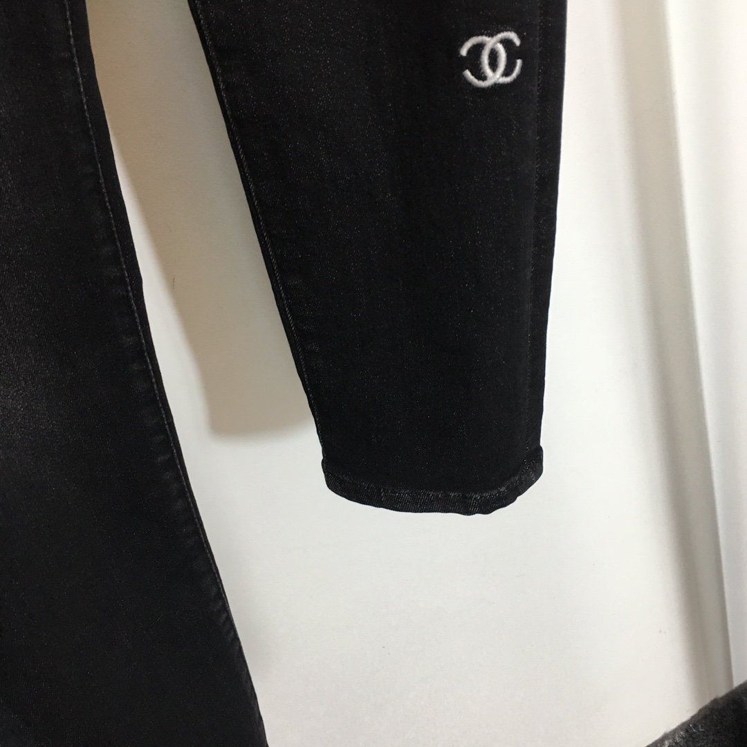 Chanel新款小香logo刺绣显瘦