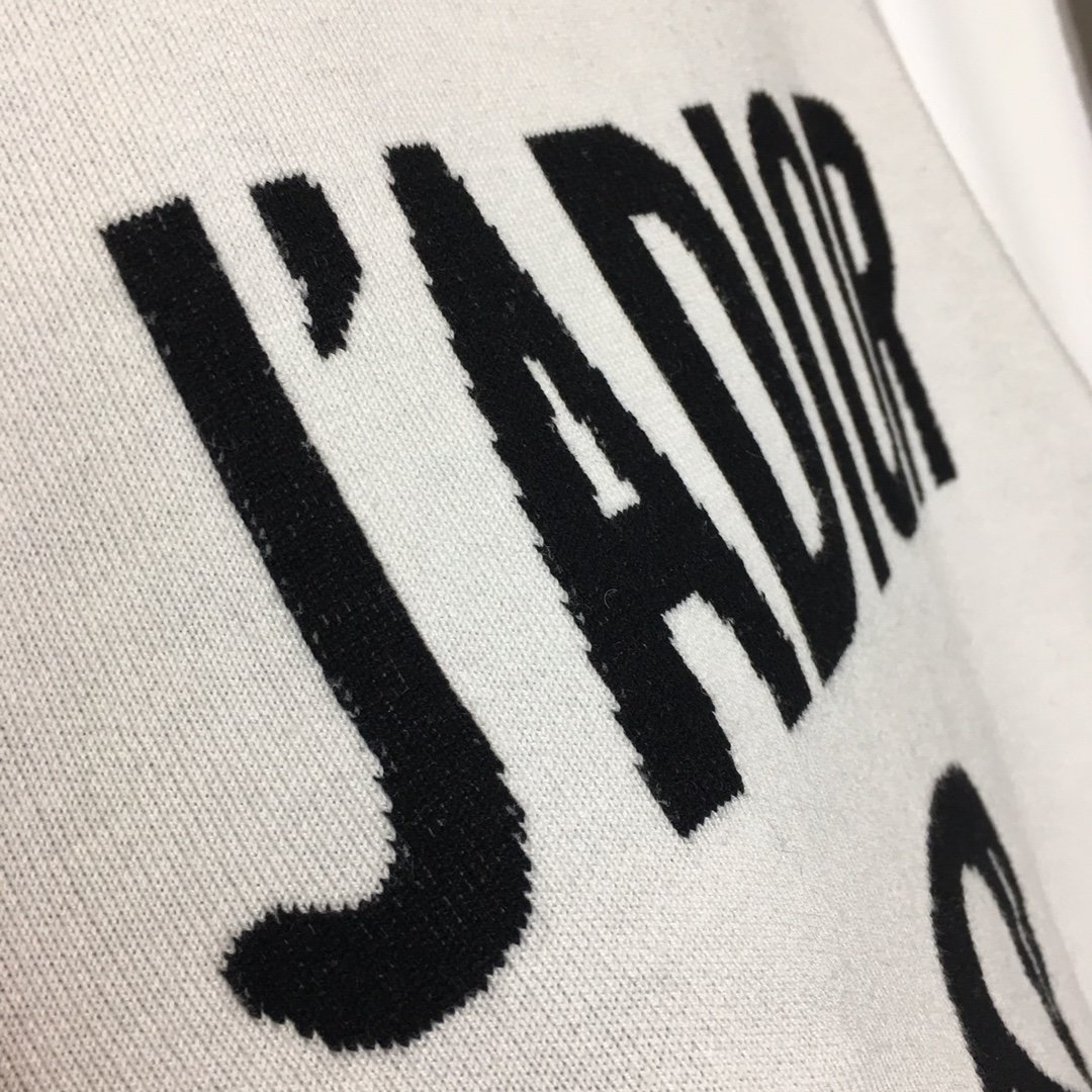 Dior新款后背JADIOR8字母圆