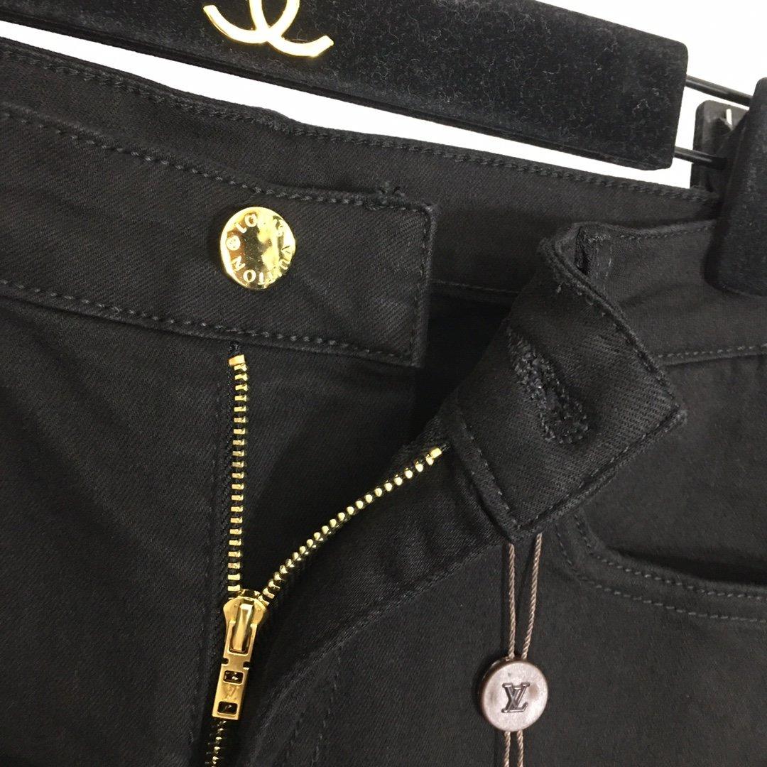 LV新款后口袋LV刺绣字母内里老花印