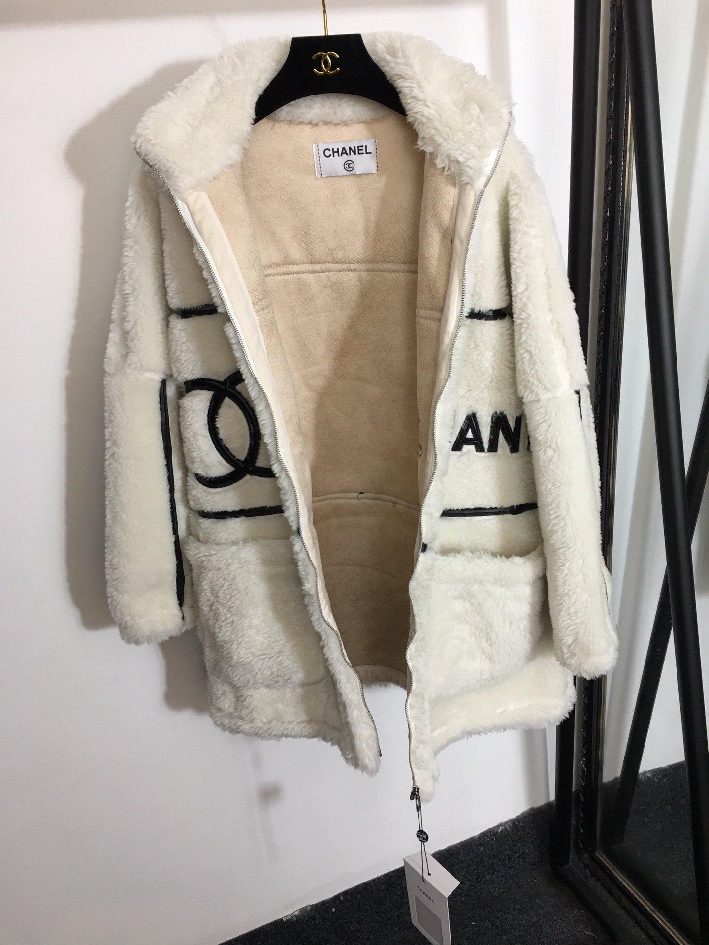 Chanel新款小香风拼皮logo羊