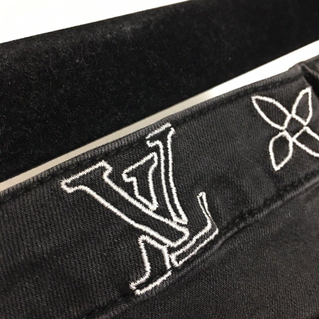 LV新款刺绣字母高腰显瘦微喇叭牛仔裤