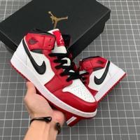 公司级#AirJordan1Mid白红/小芝加哥用料扎实,精雕细琢。鞋型极致还原,飞翼3D打印改良,深度立体。...