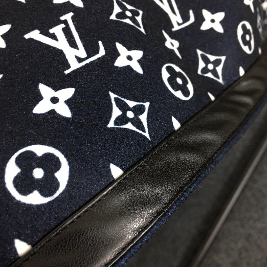 LV新款蝙蝠袖内里logo印花双面穿