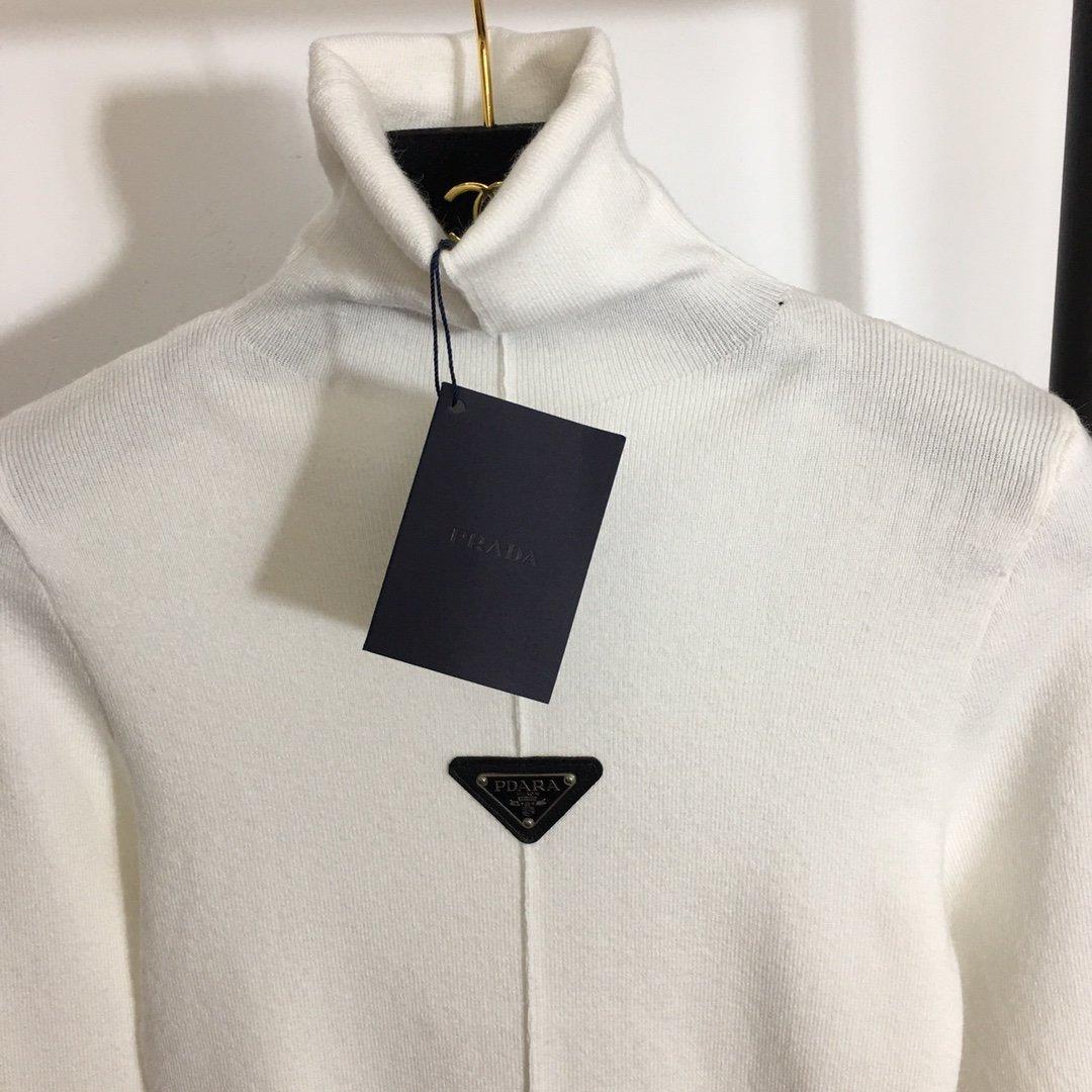 Prada新款logo三角标高领长袖