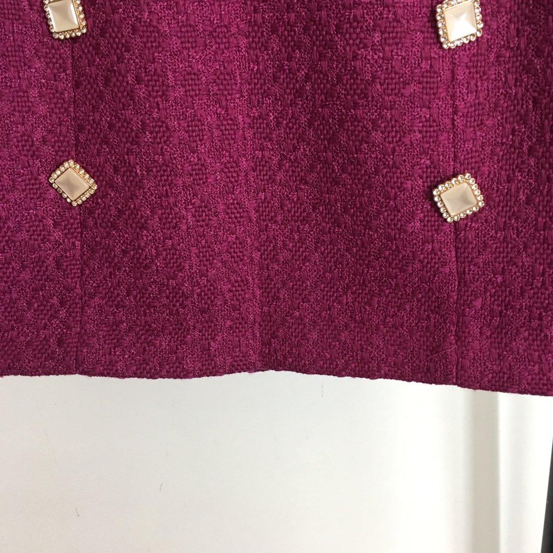 Chanel新款镶钻扣修身粗花呢西装