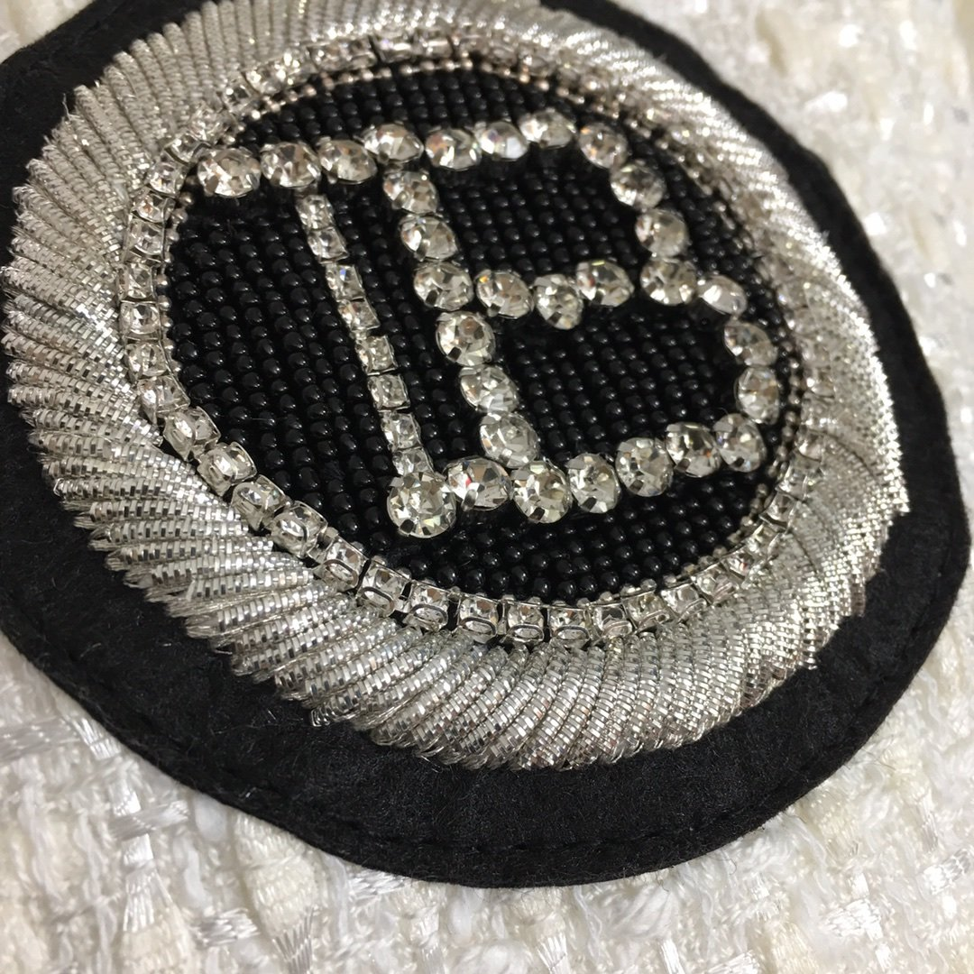 Balmain新款镶钻钉珠刺绣B字母
