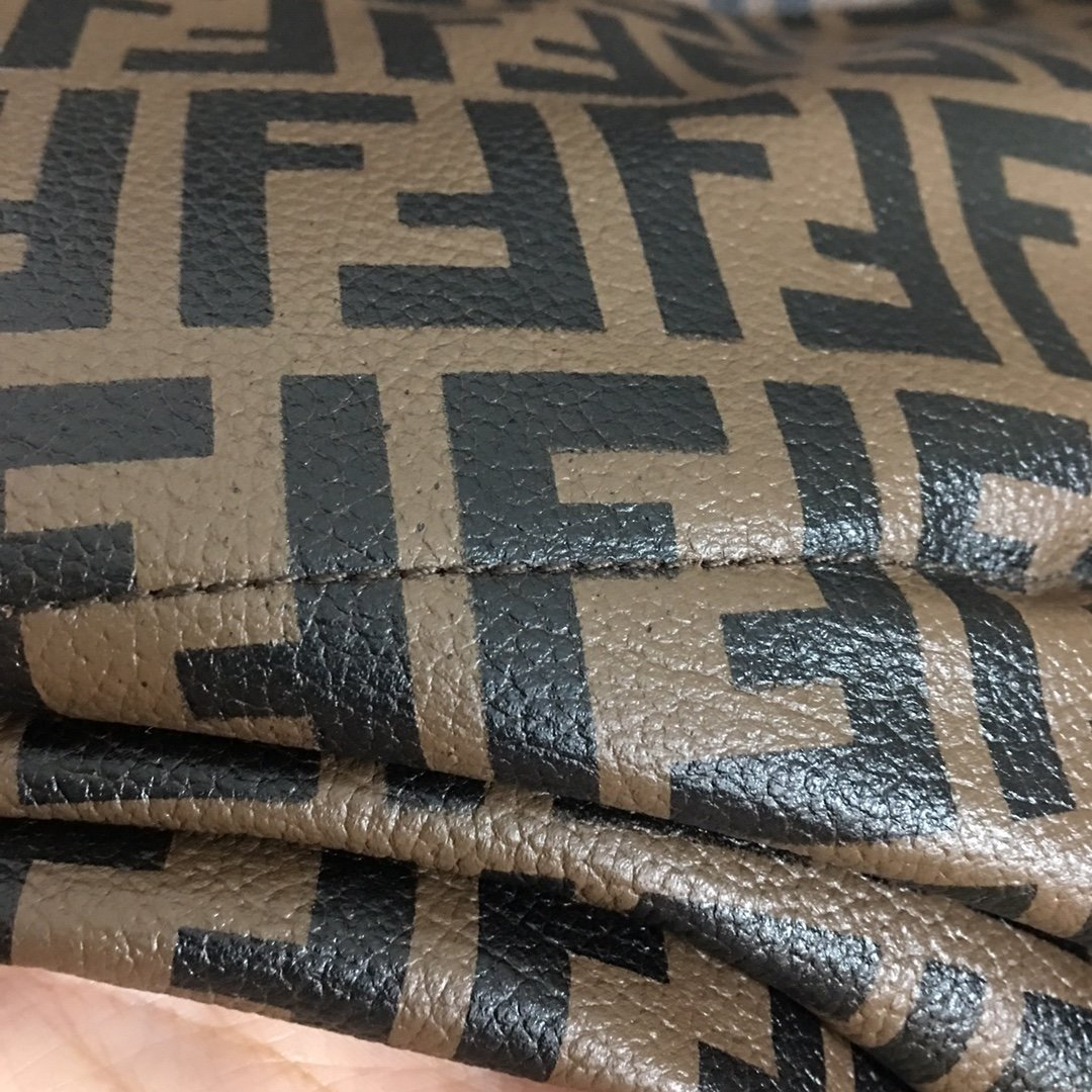 Fendi新款满身双F字母印花羊皮拼