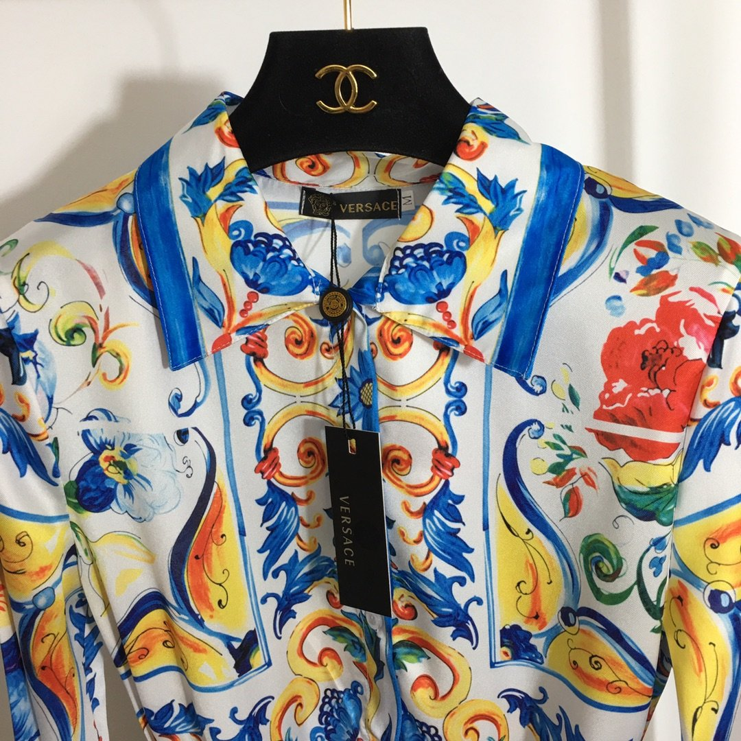 Versace新款复古花朵印花美杜莎