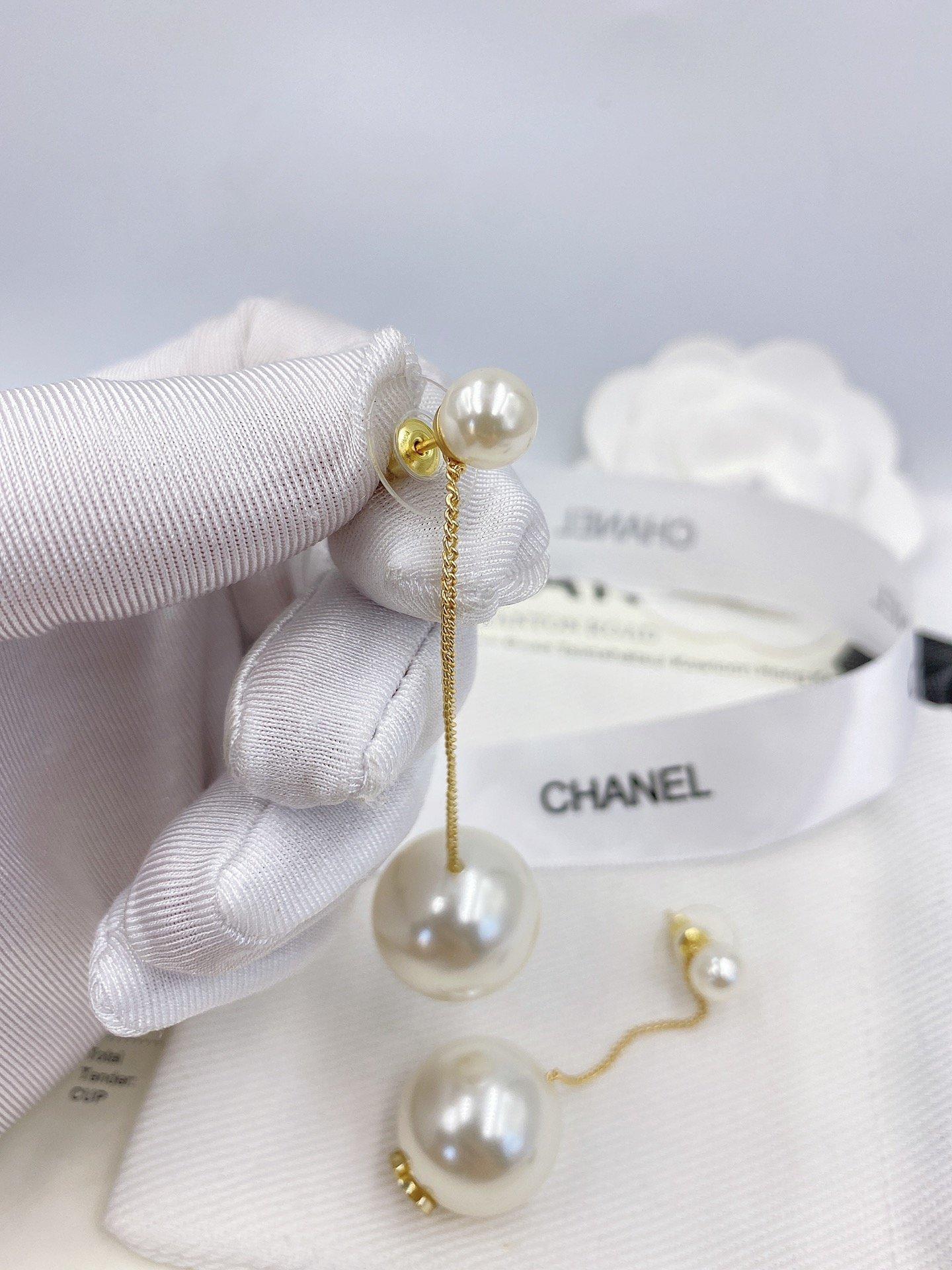 Chanel经典大小珍珠长款耳钉zP