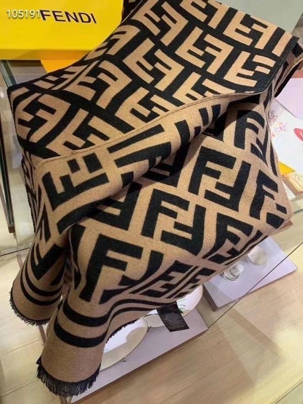 免代购极品Fendi今年最火的围巾全