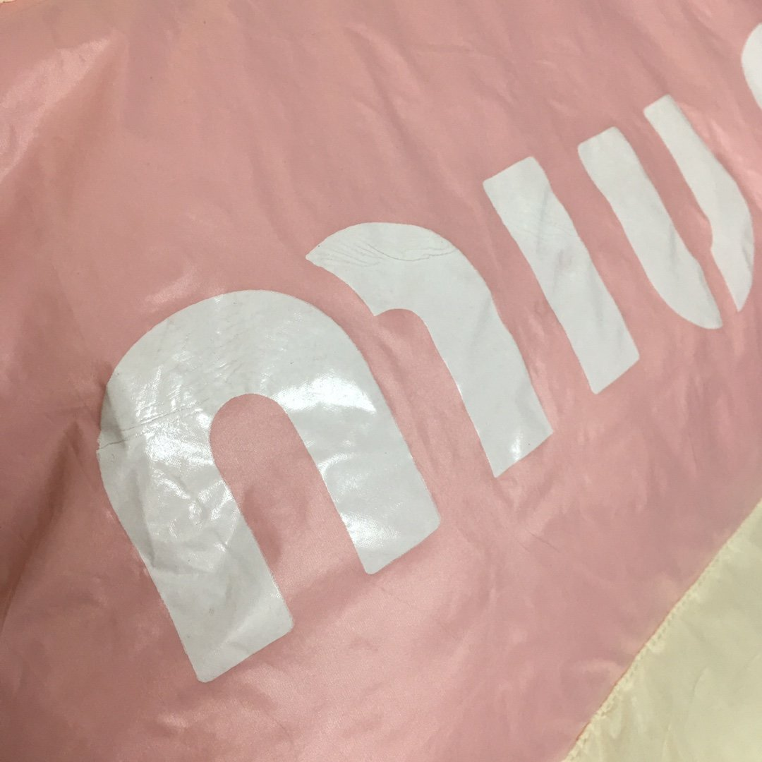 Miumiu新款后背字母印花高领棉袄