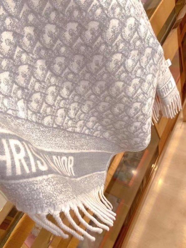 一个王炸啊免代购的围巾一模一样Dio