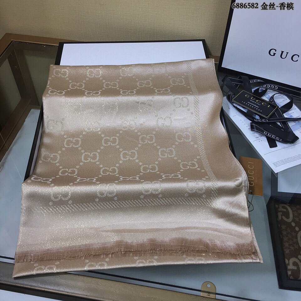 Gucci天丝棉金丝线设计图案外出防