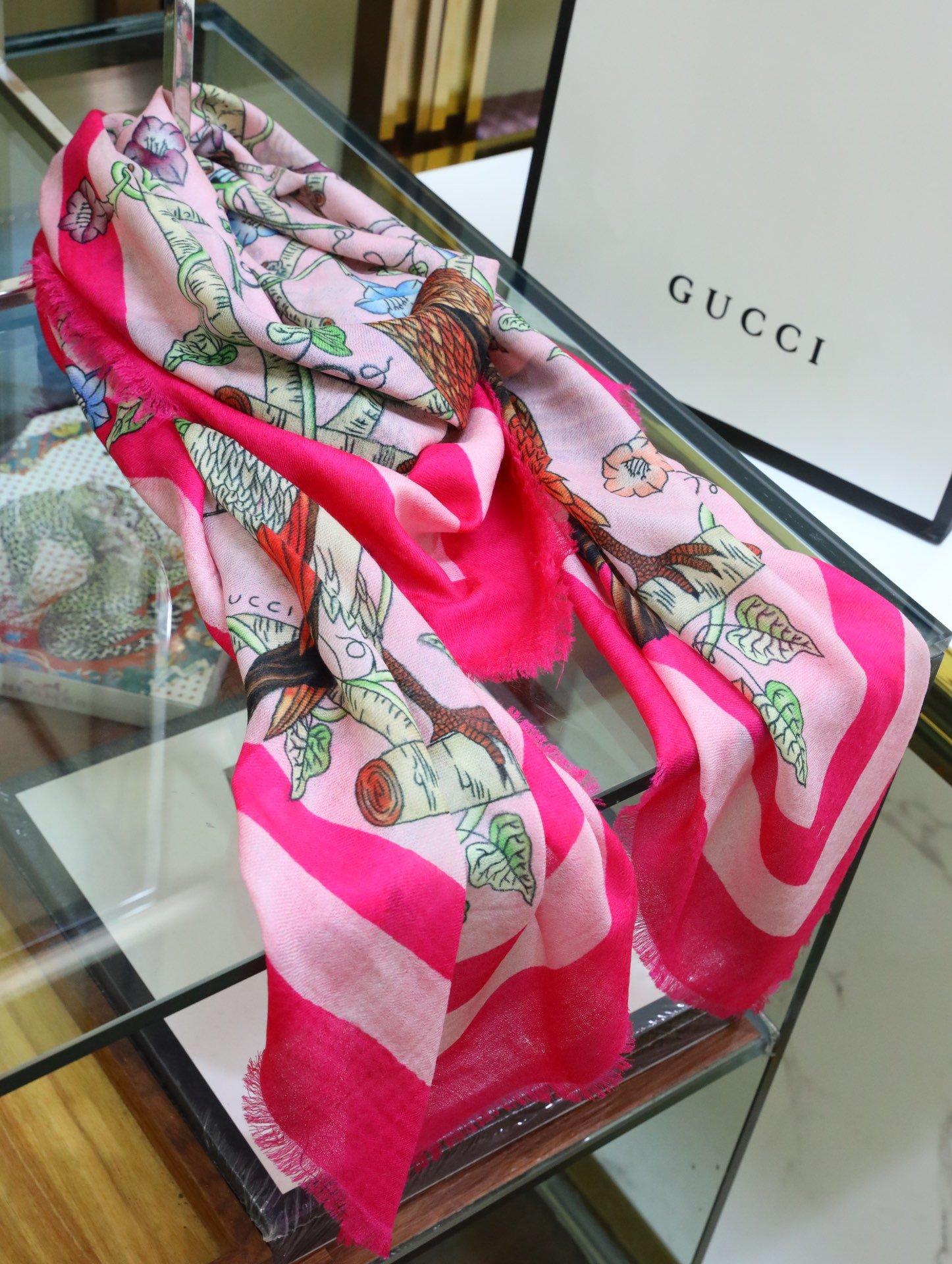Gucci精纺300支绒方巾秉承一贯