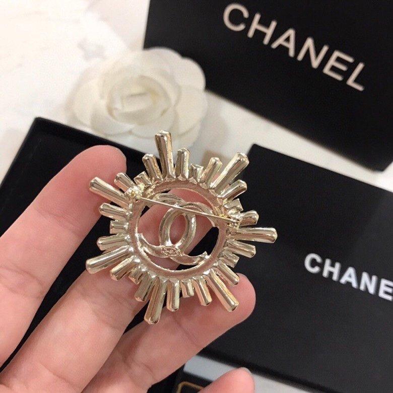 Chanel香奈儿早春新款胸针时髦配