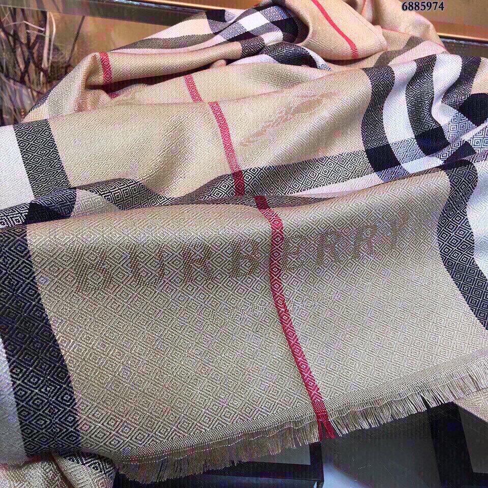 Burberry新品出口外单!此款围