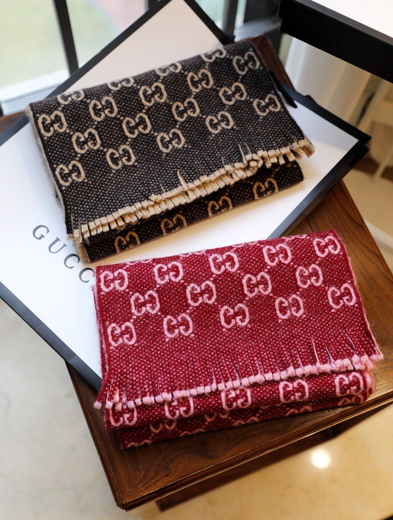 Gucci双G字母交织图案焕新演绎为